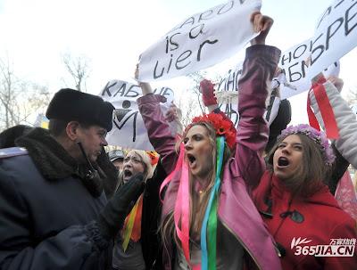 白俄裸身抗議
