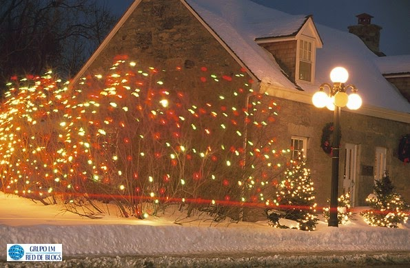 Adornar el exterior de una casa para Navidad