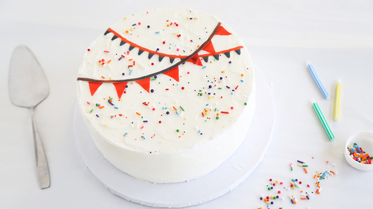 Cake Decoration Items Uk : 5 Easy Cake Decorating Ideas with Fruit Snacks Sprinkle ...