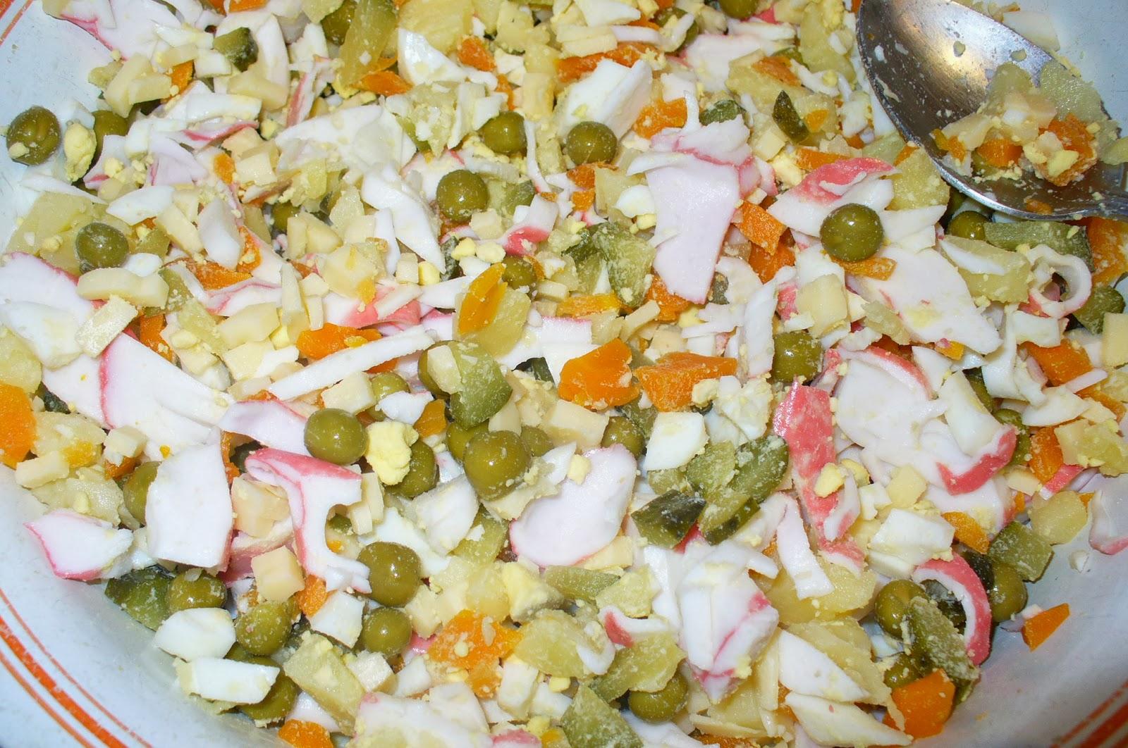 Салат с грибами жареными и крабовыми палочками рецепт пошагово в
