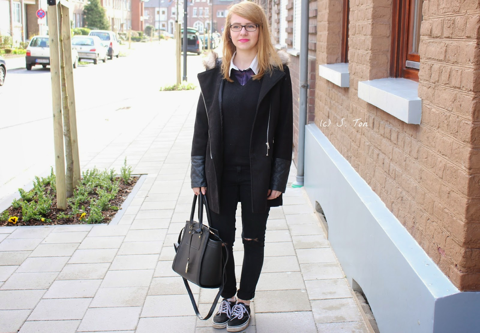 Black handbag | Outfit