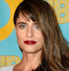 I'M TOLD THIS IS AMANDA PEET