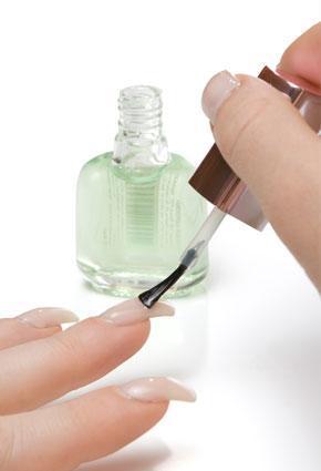 nails-polish -  نصائح تطبّقينها في البيت لأظافر مميزة - طلاء اظافر الاظافر