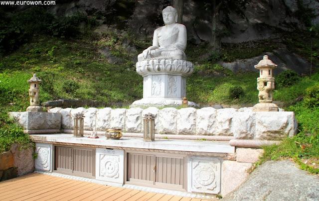 Estatua de Buda sentado del templo Buseoksa