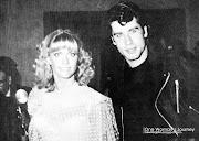 Olivia NewtonJohn et John Travolta lors de la première de GREASE à Los .
