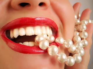 Labios y perlas