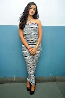 Nithya Shetty sizzling pics 004.jpg
