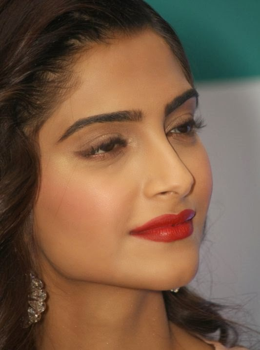 Sonam Kapoor HD wallpapers Free Download