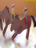 http://manualidadesparaninos.biz/caballos-de-carton/