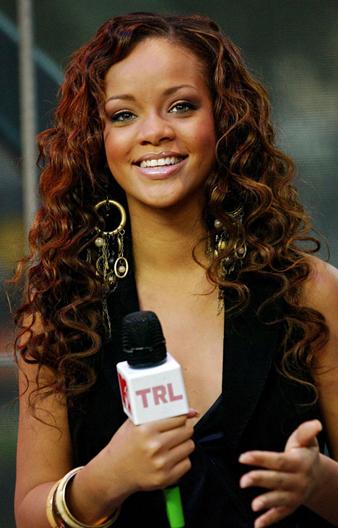 Rihanna maşalı kıvırcık saç modeli