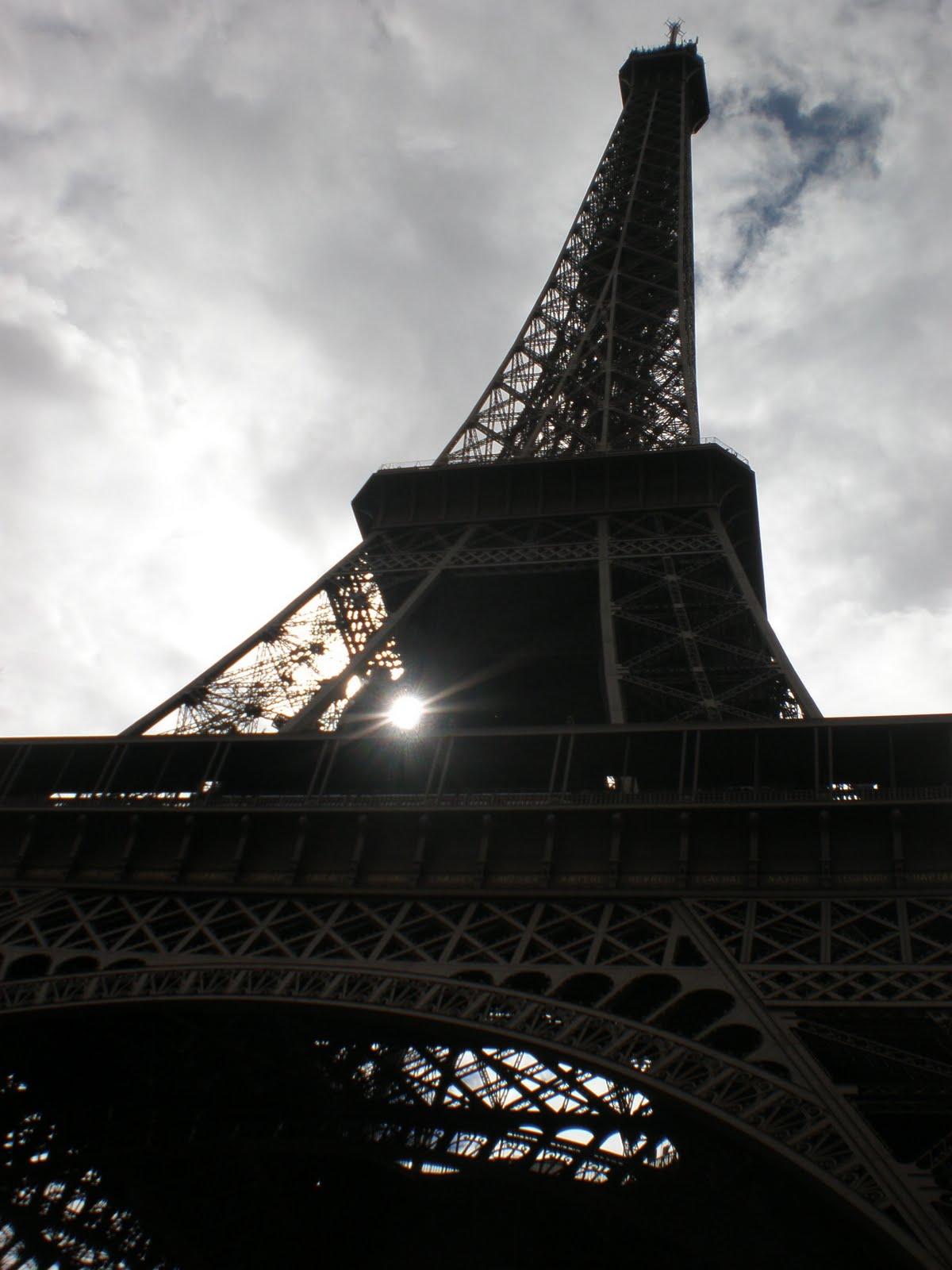 Un sardo a parigi la tour eiffel 2 alla luce for La piattaforma del secondo piano progetta le immagini