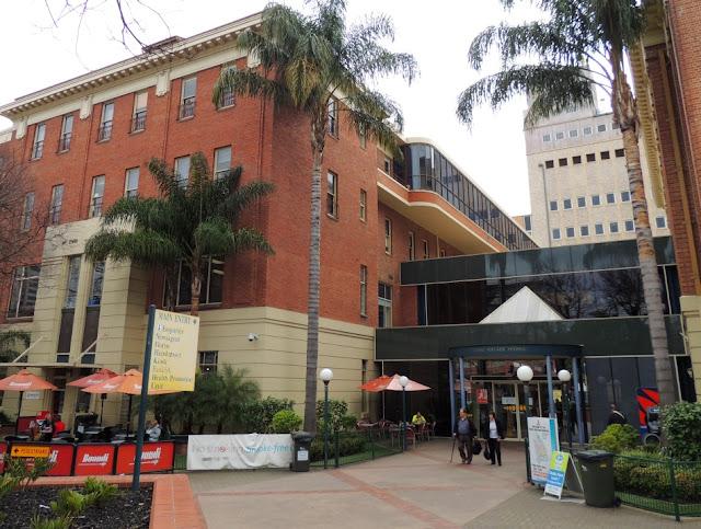 royal adelaide hospital, heritage, adelaide, botanic gardens, rah, entrance