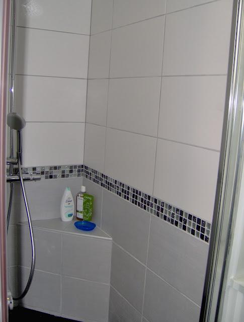 Hauteur frise mosaique salle de bain salle de bains - Salle de bain avec frise mosaique ...