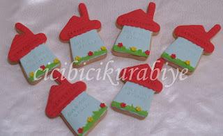 ev şeklinde kurabiyeler,ev hediyesi kurabiyeler
