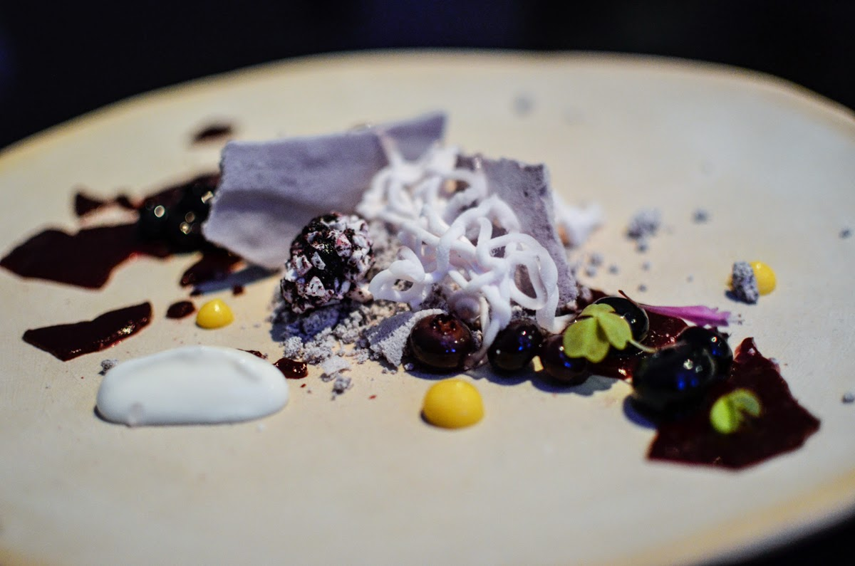 han diana eats a food blog chicago the most fun restaurant ever alinea. Black Bedroom Furniture Sets. Home Design Ideas