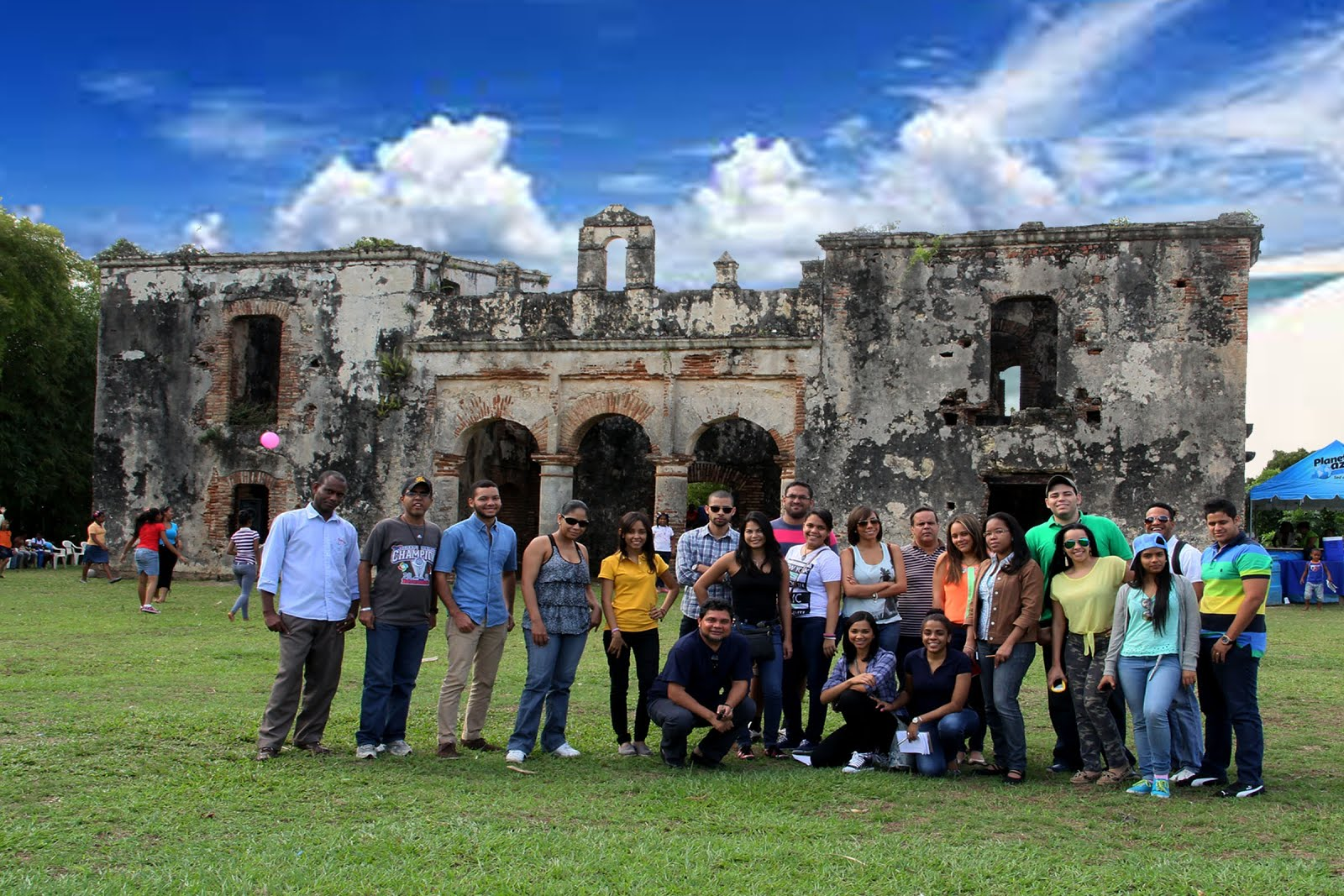 Estudiantes INTEC en el ingenio colonial de Palavé