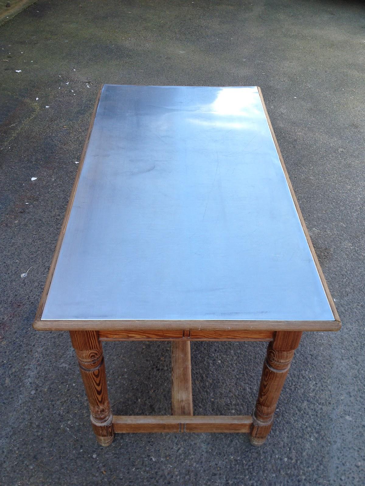 Paris zinc recouvrir une table avec du zinc for Une table de
