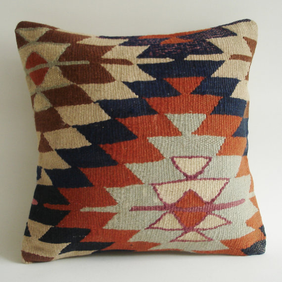Throw Pillows King Size Bed : I can totally make that: Wishlist Wednesday: Kilim throw pillows