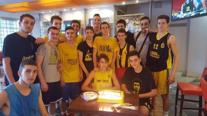 Τούρτα-εκπληξη των παίδων του Αρη για τα γενέθλιά του Γιώργου Κοτρώτσιου-Φωτορεπορτάζ