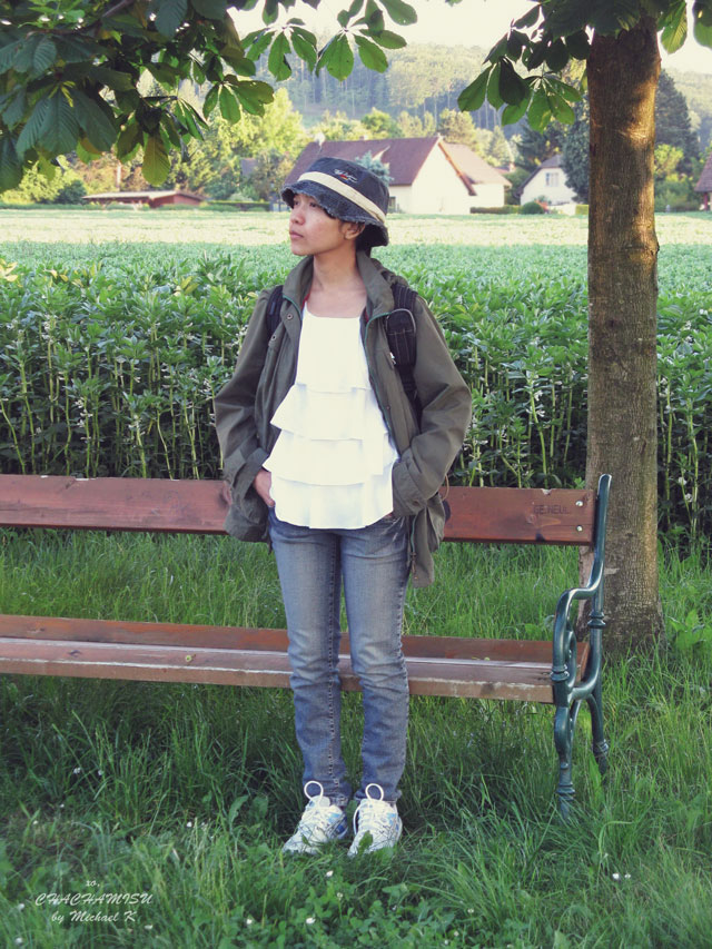 Chachamisu, personal style, fashion, look, what I wear, spring summer, outfit, casual, photography, parka, jeans, denim, safari style, sunrays, wandering, Austria, photo by Mike K