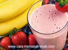 resep praktis dan mudah membuat minuman strawberry banana smoothie spesial segar, enak, lezat