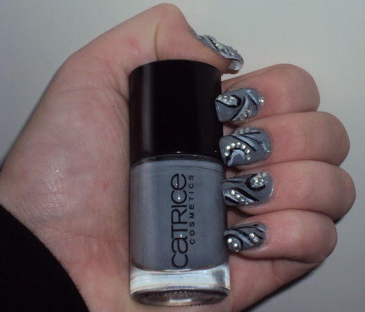 Grijze nail-art.