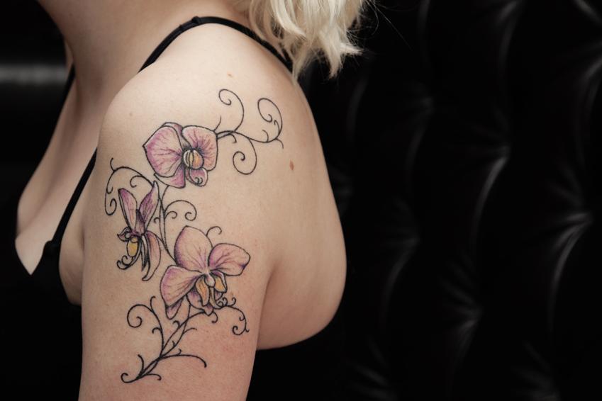 tatuointi köynnös naisenorgasmi