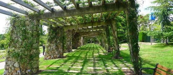 Viajar a barcelona parque cervantes barcelona for Parques de barcelona