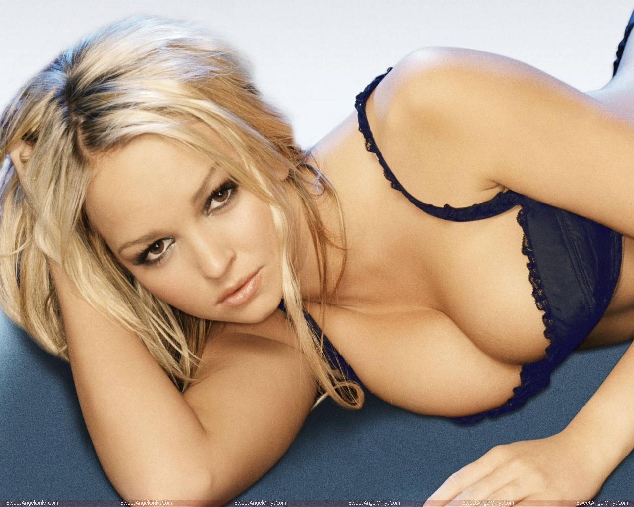 http://3.bp.blogspot.com/-qw0CV9FOrSY/TWZWGXEJzwI/AAAAAAAAEpA/SOvhYCFufD0/s1600/actress_jennifer_ellison_hot_wallpapers_in_bikini_sweetangelonly_21.jpg