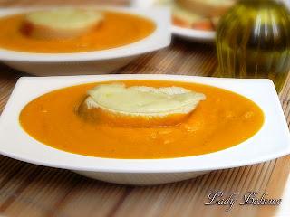 hiperica_lady_boheme_blog_cucina_ricette_gustose_facili_e_veloci_vellutata_di_zucca_con_crostini_al_formaggio