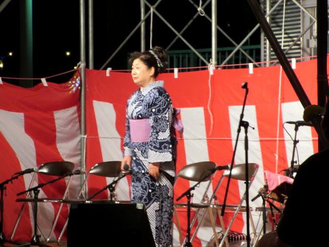 民謡歌手の女性