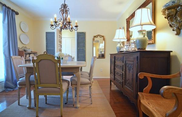 Ruang Makan dengan Warna Cantik dan Menarik