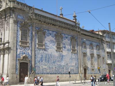 Fachada em azulejo da Igreja das Carmelitas