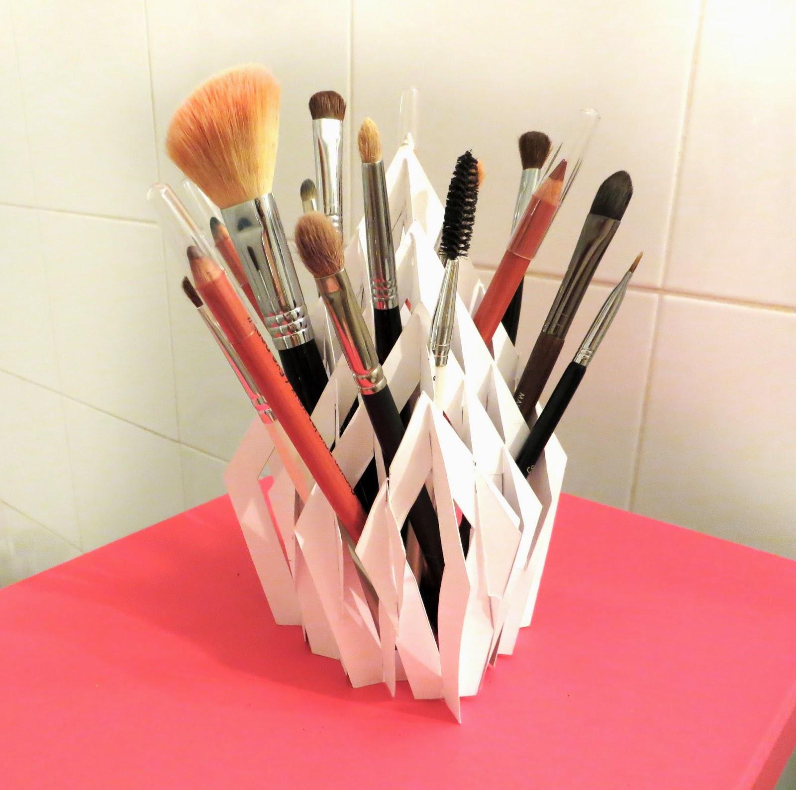 aline d coration comment ranger ses crayons et pinceaux de maquillage. Black Bedroom Furniture Sets. Home Design Ideas