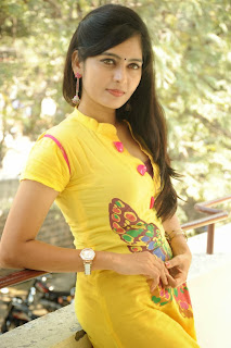 actress madhumitha Pictures at cut chesthe pm 029.jpg