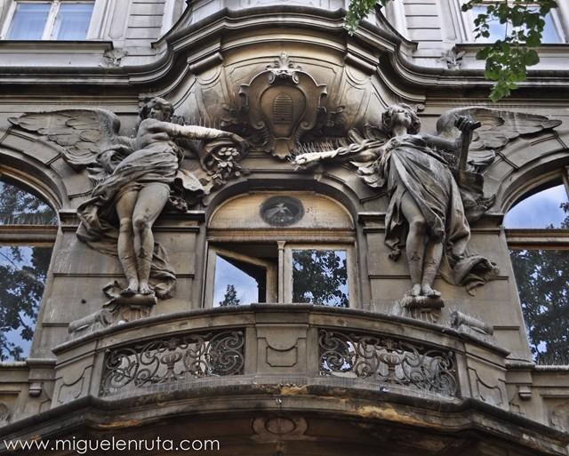 Esculturas-Edificios-Praga-5