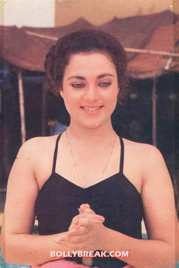 Mandakini in a black swimming costume - (6) - Mandakini in bikini photos