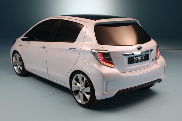 S7-Toyota-Yaris-Hybride-HSD-Concept-en-avant-premiere-de-Geneve-214139 -3.bp.blogspot.com