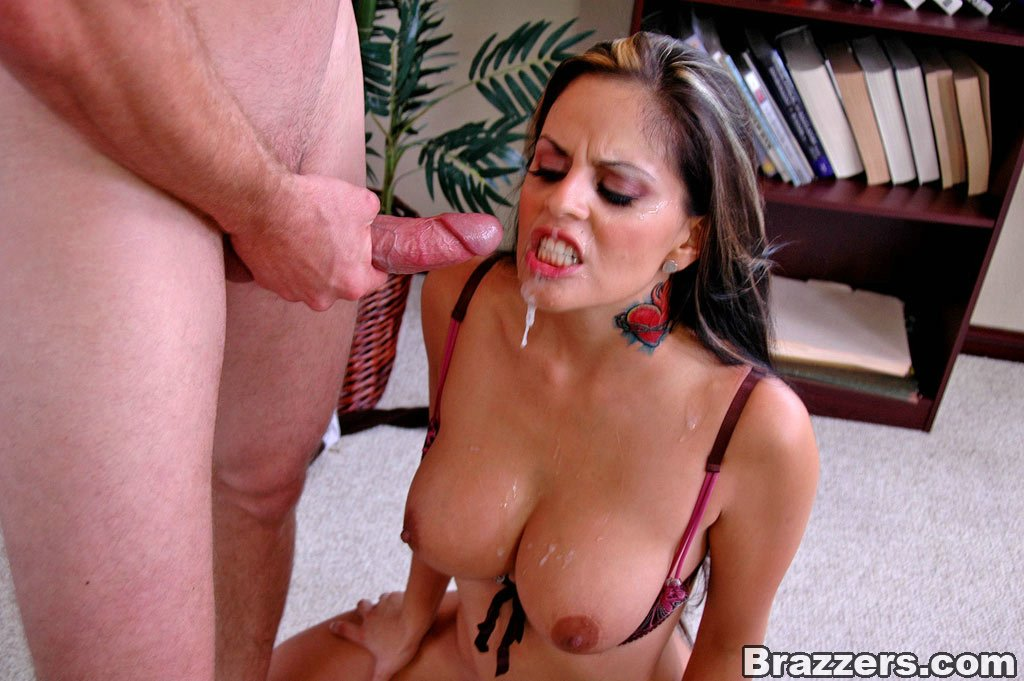 suprise cum in mature mom s mouth