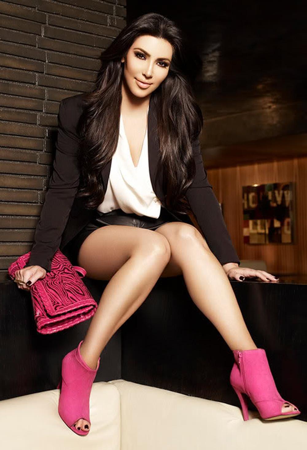 Kim Kardashian Long Wavy Hairstyles 05