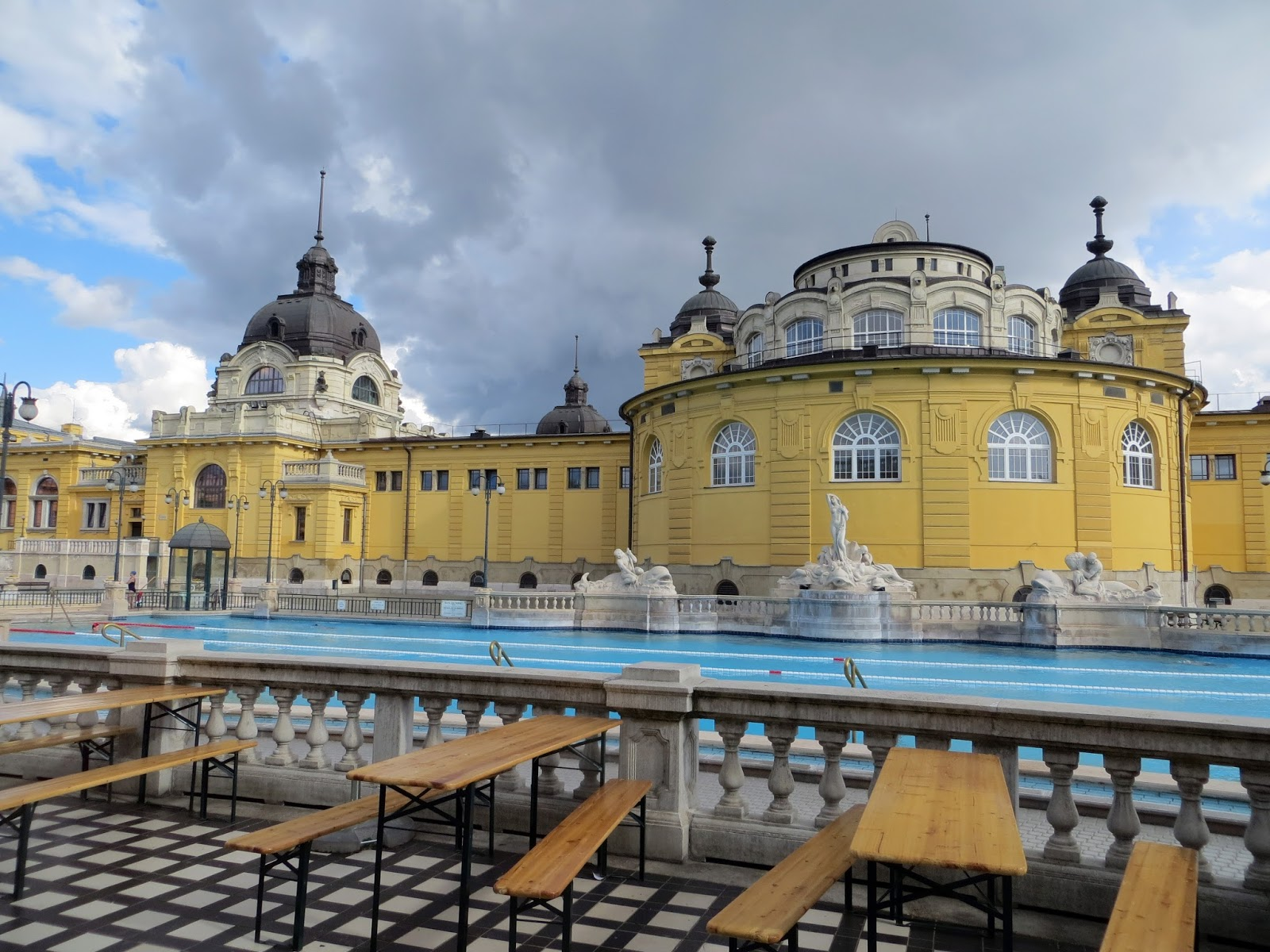 Budapest, photography, night time, architecture, travel, blog, adventure, exploration, Szechenyi Baths