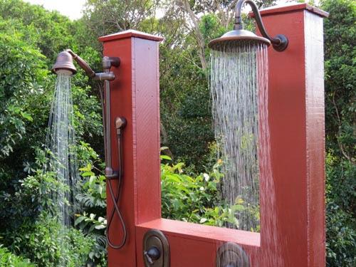 Decoracion de patios ducha exterior patios y jardines - Decoracion patios y jardines ...