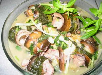Làm món ăn ngon với lươn om củ chối