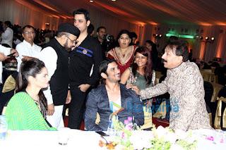 Salman graces Baba Siddique & Zeeshan Siddique's Iftaar party