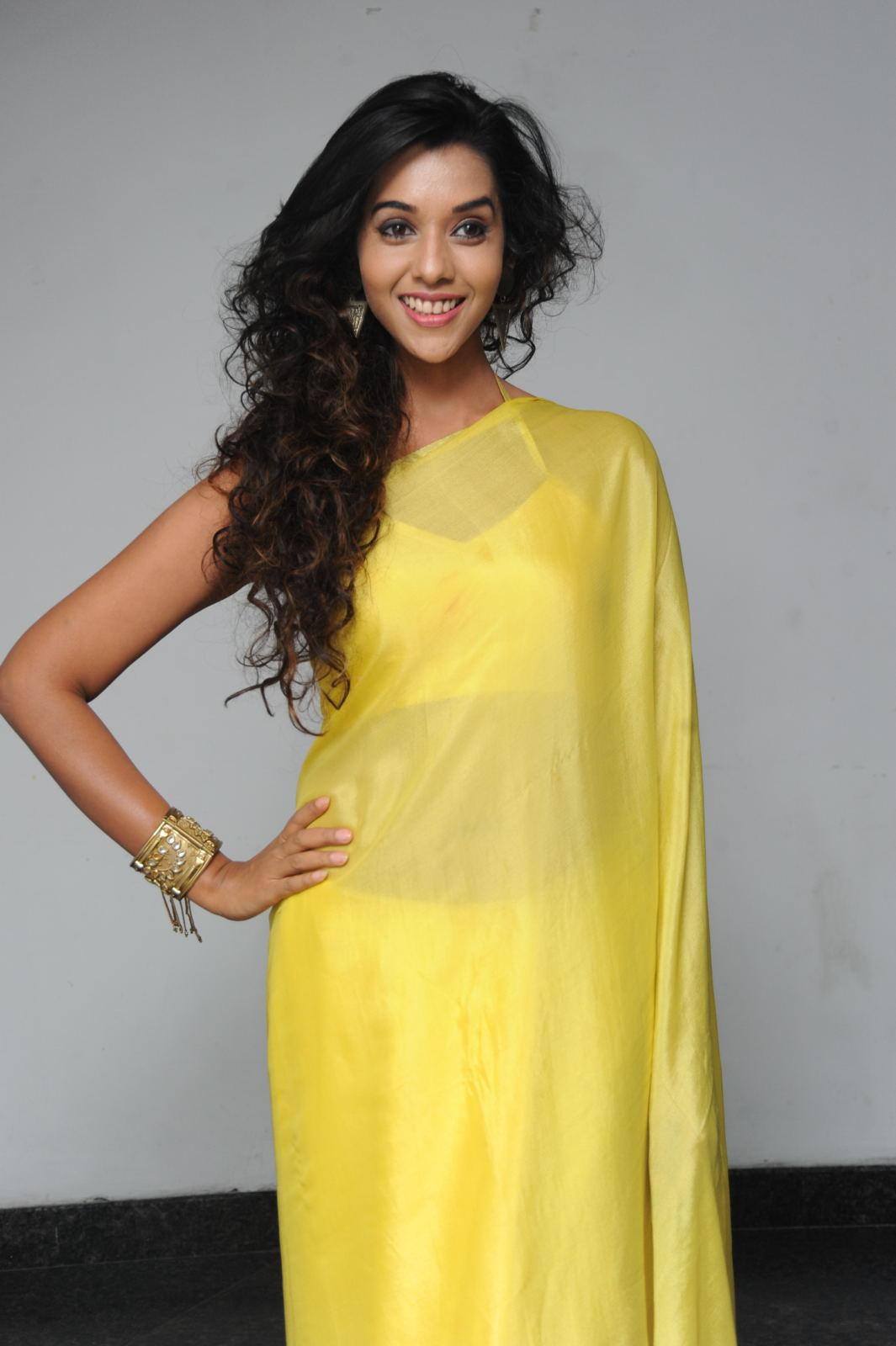 Splendid anu priya in yellow saree images gallery