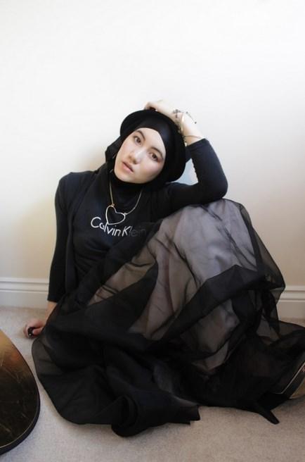 Hana Cantik dan Menarik