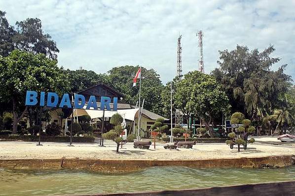 Pantai pulau Bidadari