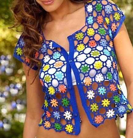 Blusa floral de verano tejida al crochet - con patrones y diagramas