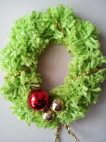 Pom-pom Christmas wreath craft - littletownhomelove.blogspot.ca