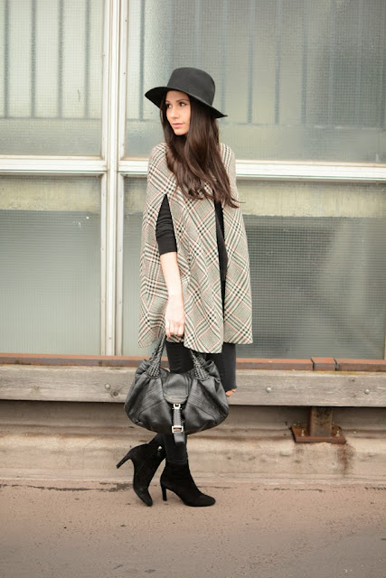 Outfit Cape And Fedora Hat Modeblog Fashion